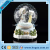 Внутренность Gril глобуса одного снежка Xmas Polyresin милая (HG166)