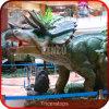 ショッピングモールの魅力的なロボット恐竜の表示