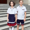 Polo en vrac blanc uniforme de l'école primaire