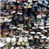 Kleren de van uitstekende kwaliteit, de Schoenen en de Zakken van de Zomer van de Tweede Hand
