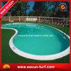 Hierba artificial hermosa de la piscina