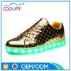 点滅の大人の明るいスニーカー再充電可能なLEDの軽い靴