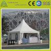 屋外パフォーマンス展覧会の白い屋根のテント