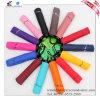 عالة ألوان يطوي مظلة رخيصة