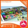 Strumentazione dell'interno del campo da giuoco del parco di divertimenti per i bambini