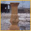 Желтой мраморный каменной колонка высеканная рукой римская