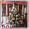 Árvore artificial ao ar livre pequena das luzes de Natal
