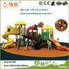 Lustiger im Freienspielplatz schiebt für Kinder