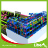 Campo de jogos da grande criança colorida e parque internos do Trampoline