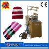 Macchina per maglieria circolare per la fabbricazione delle protezioni del cappello