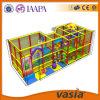 Campo de jogos 2015 interno das crianças pequenas de Vasia
