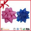 愛クリスマスのギフト用の箱のためのリボンの一定の星の弓