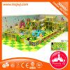 De grote Binnen BinnenSpelen van het Labyrint van de Speelplaats voor Peuters