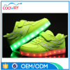 高品質LEDは翼が付いている運動靴をつける