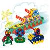 Le bébé heureux d'enfants bloque des jouets