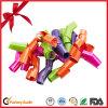 Arqueamientos de encargo de la cinta que se encrespan para la decoración de la Navidad