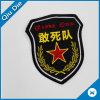 Schild-geformtes Stickerei-Gewebe-Abzeichen für Kleidungs-Dekoration