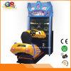 Центр игры участвуя в гонке аркада 4D управляя машиной игры автомобиля