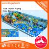 Campo de jogos interno dos miúdos para forma nova do serviço do parque de diversões o castelo impertinente da melhor