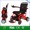 年配者のための電動車椅子のスクーターを折る旅行