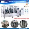 El agua potable de la botella automática moviliza la línea