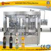 Bevande dell'alcool che riempiono macchina di coperchiamento