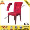 Restaurant rouge de luxe de dos de courbe dinant des chaises