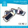 en la batería común de la energía solar con 3 baterías de la potencia del teléfono móvil de los accesos del USB con la luz de la antorcha