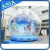 Globo humano inflável gigante da neve com anúncio do fundo