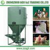 El ganado de las aves de corral introduce a amoladora del mezclador la pequeña mezcladora de la alimentación de pollo