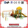 Деревянное оборудование спортивной площадки детей типа с качанием и скольжением