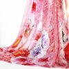 O costume imprimiu o lenço de seda das mulheres do cetim de 100%
