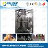 Автоматическая пластмасса разливает производственную линию по бутылкам