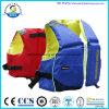 Использование Kayak спасательных жилетов ребенка