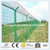 空港の保安の塀か溶接された金網の塀
