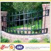 装飾的な庭の錬鉄の塀