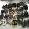 Горячим ботинки используемые сбыванием и используемые одежды