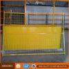 El panel temporal amarillo de la cerca del metal soldado para los solares