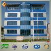 Edificio de oficinas de la estructura de acero con el cuento multi