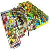 管のスライドを持つ子供のための遊び場の屋内運動場