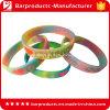 Le dessus coloré stigmatise le bracelet en caoutchouc de silicone