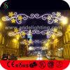 クリスマスの装飾のための屋外の通りのスカイラインライト