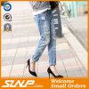 Vestiti lungamente strappati su ordinazione dei jeans di modo del cotone della ragazza