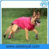 Il rifornimento dell'animale domestico impermeabile ispessisce i vestiti del cane per i grandi cani