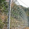 石の落下Snsの実行中の自衛用鉄条網の網