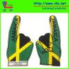 Uma mão grande da espuma do dedo com a bandeira nacional de Jamaica