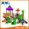 Kind-im Freienspielplatz-steigendes Netz-im Freienkind-Spielplatz-Gerät