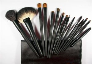 Hot Sale High Quality Free Sample Custom Logo Makeup Brushes pictures & photos