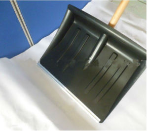Thickened Plastic Snow Shovel with Wooden Handle (s103) pictures & photos