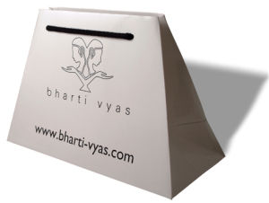 Customize Trapezoid Ribbon Handle Euro Paper Totes Bags (GB-05) pictures & photos